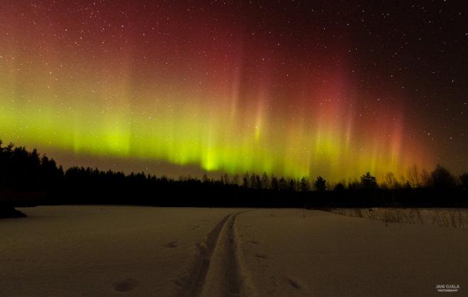 Giant aurora waves