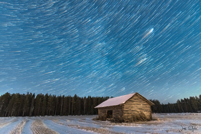 startrailbarnwinter